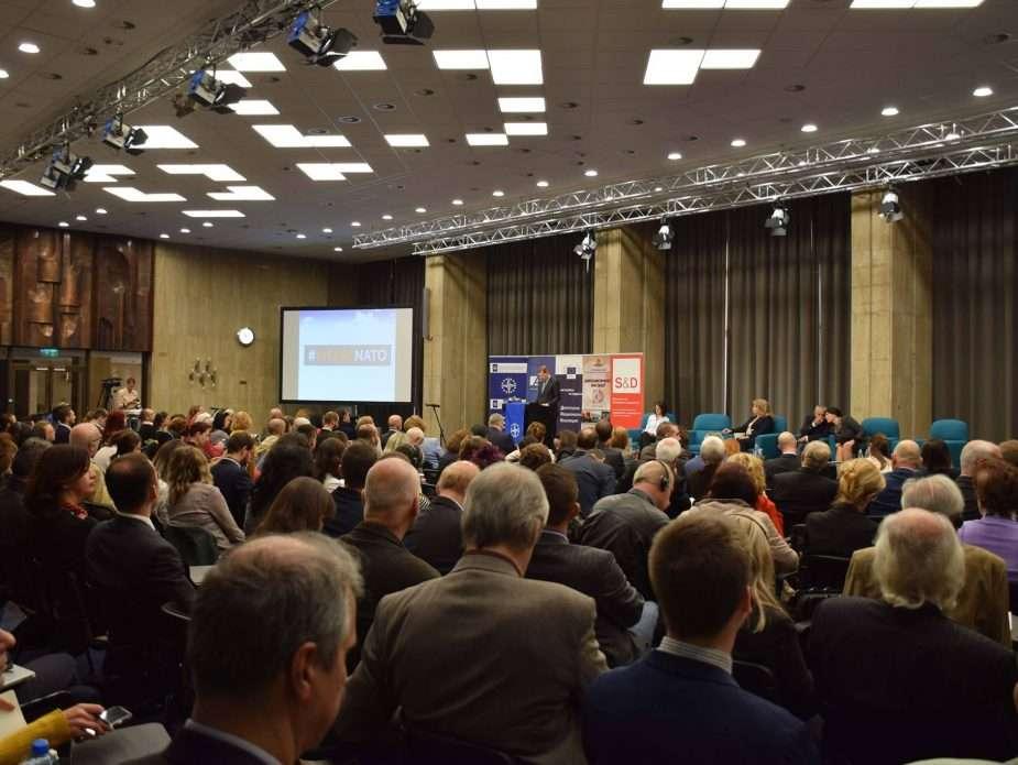 """международната конференция """"Фалшивите новини на истинските тролове"""""""