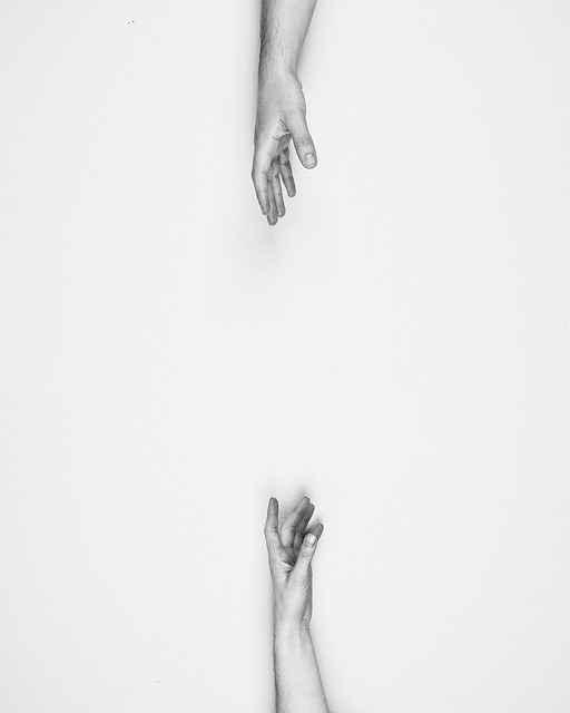 две ръце, невербално отдалечаване